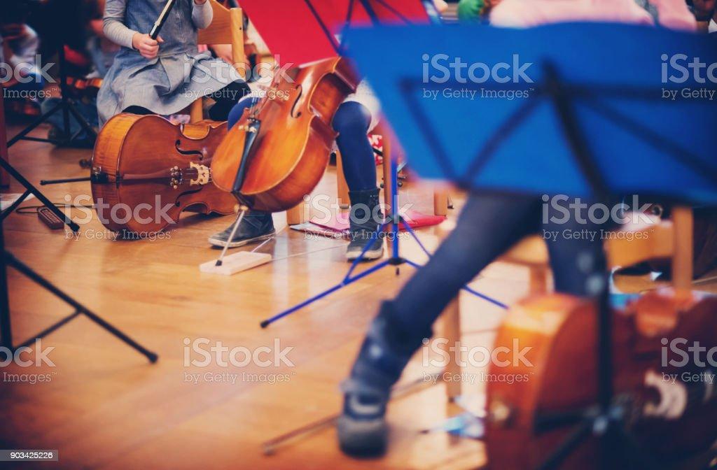Cellospiel in ein Kinderorchester – Foto