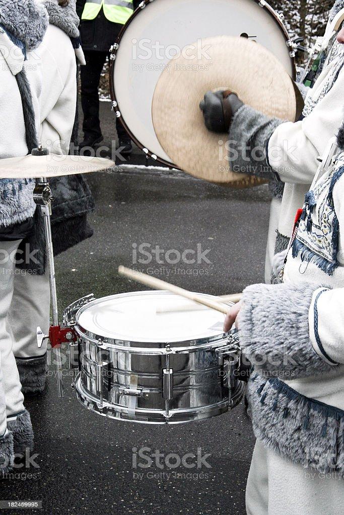 Tocando tambores foto de stock libre de derechos