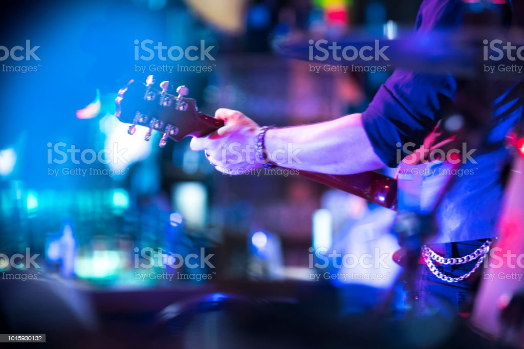 E-Gitarre spielen – Foto