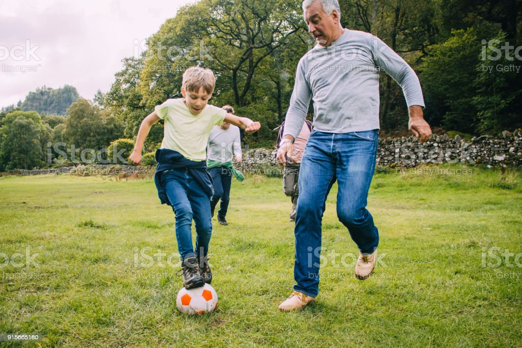 Jouer au Football avec Papi - Photo