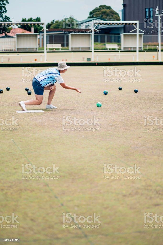Jugar Lawn Bowls - foto de stock