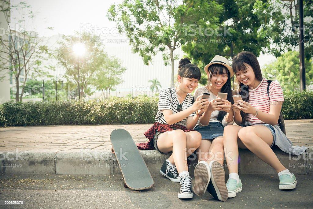 Spielen auf Smartphones – Foto