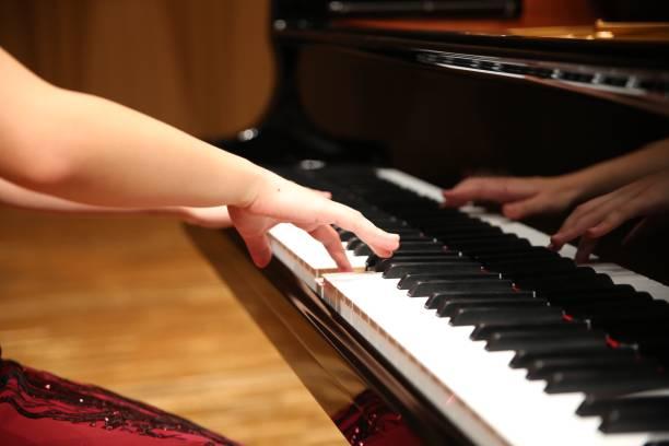 彈鋼琴圖像檔