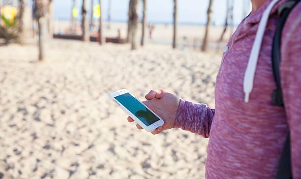 playing pokemon go at santa monica beach - pflanzen pokemon stock-fotos und bilder