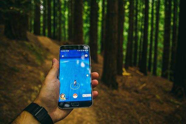 playing pokemon go in the forest - pflanzen pokemon stock-fotos und bilder