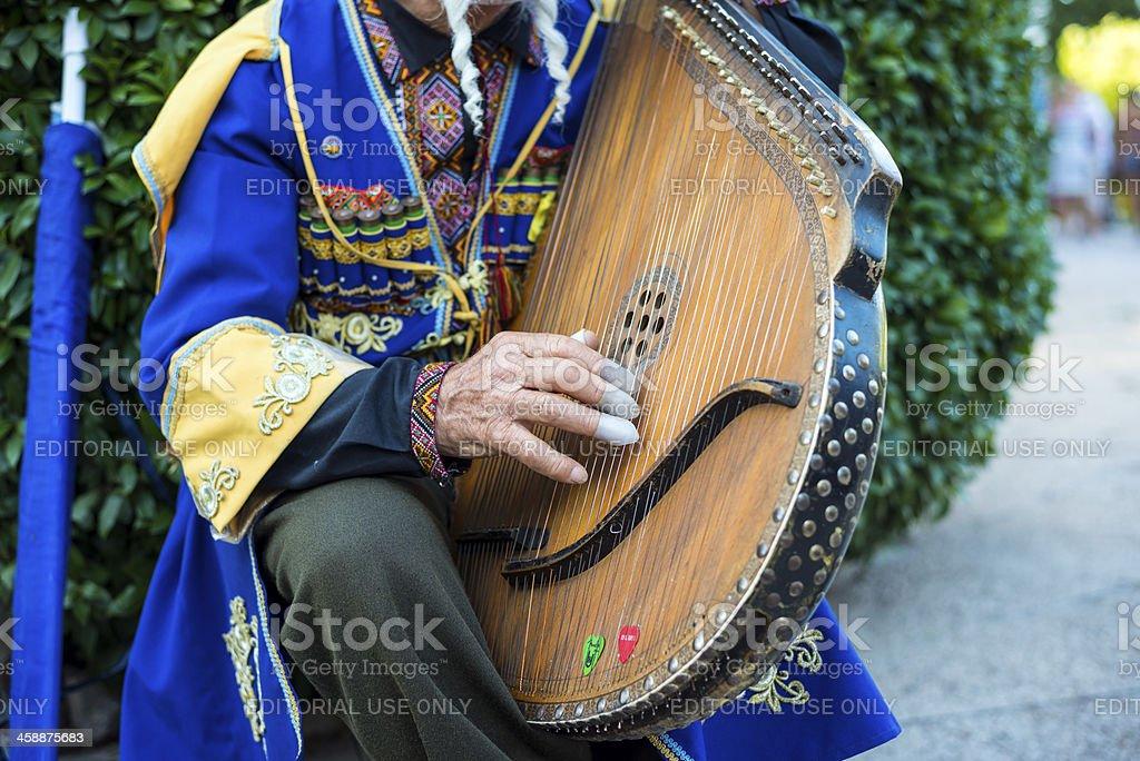 Играет в bandura в Ялте, Украина стоковое фото