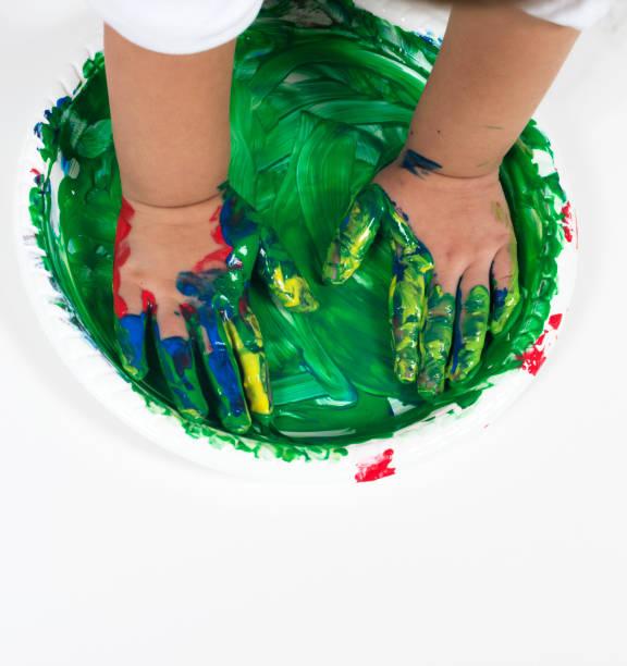 spielt mit farben - handbemalte teller stock-fotos und bilder