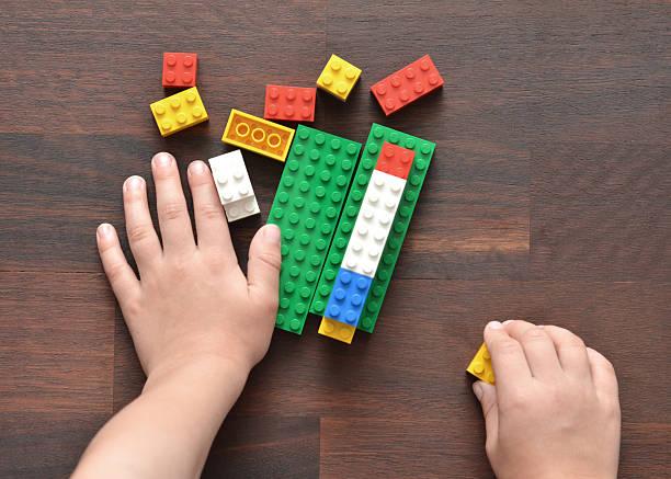 playing with lego - lego stockfoto's en -beelden