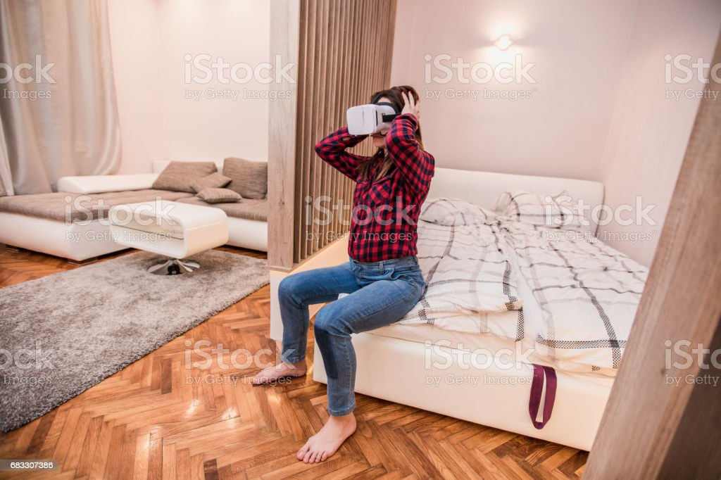 Playing with virtual reality foto stock royalty-free