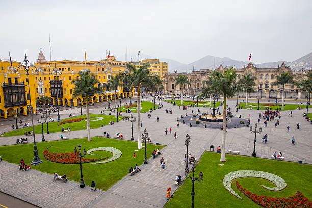 plaza de armas de lima, perú - perú fotografías e imágenes de stock