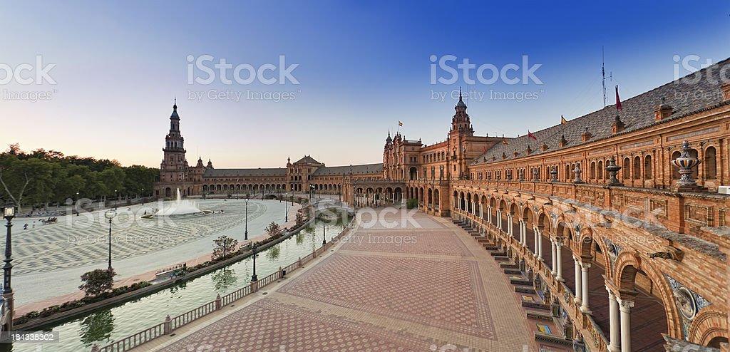 Plaza de España in Sevilla Panorama in der Abenddämmerung – Foto