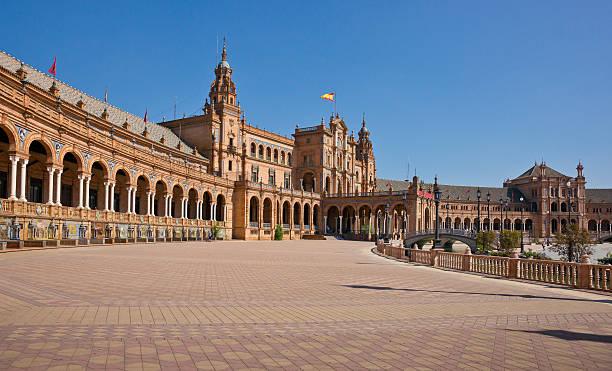 plaza de españa en sevilla, españa - andalusian flag fotografías e imágenes de stock