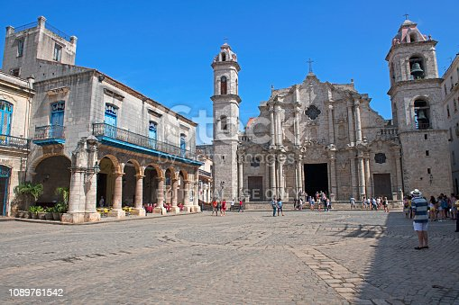 Tourist on the Plaza De La Cathedral with San Cristobal cathedral and Palacio de los Marqueses