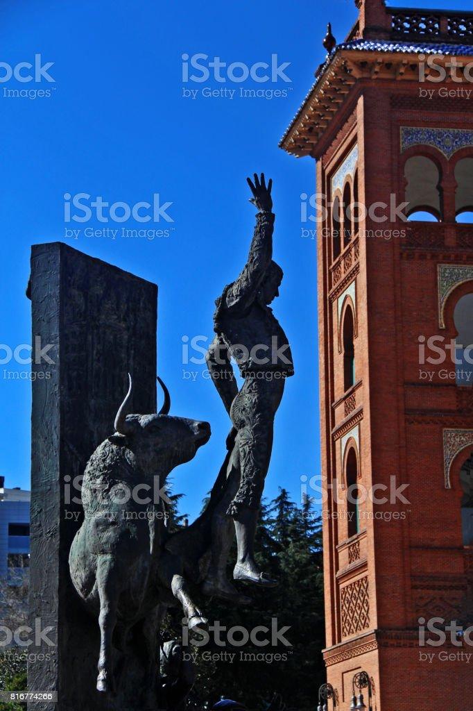 Plaza de Toros de Las Ventas (Las Ventas del Espiritu Santo) and statue to Jose Cubero Sanchez (known as El Yiyo), a French Bullfighter or Matador (Torero), Madrid, Spain stock photo