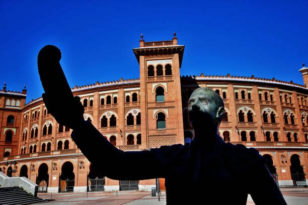 Plaza de Toros de Las Ventas (Las Ventas del Espiritu Santo) with statue of a matador saluting to statue of Sir Alexander Fleming with his montera (the hat worn in the arena), Madrid, Spain stock photo