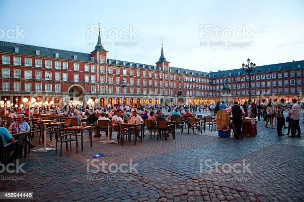 Plaza mayor the main square madrid spain picture id458944445?b=1&k=6&m=458944445&s=612x612&h=nsi56sgol6emt1ciwusyup3nnjhpuls0lzr09psw7hs=