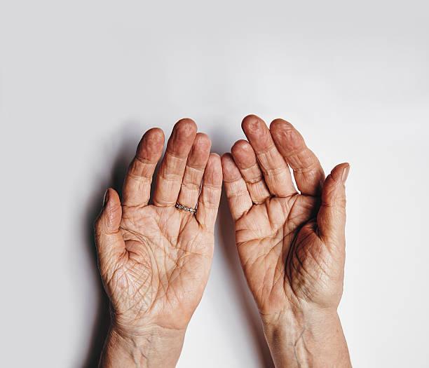 mani di donna chiede - palmo foto e immagini stock