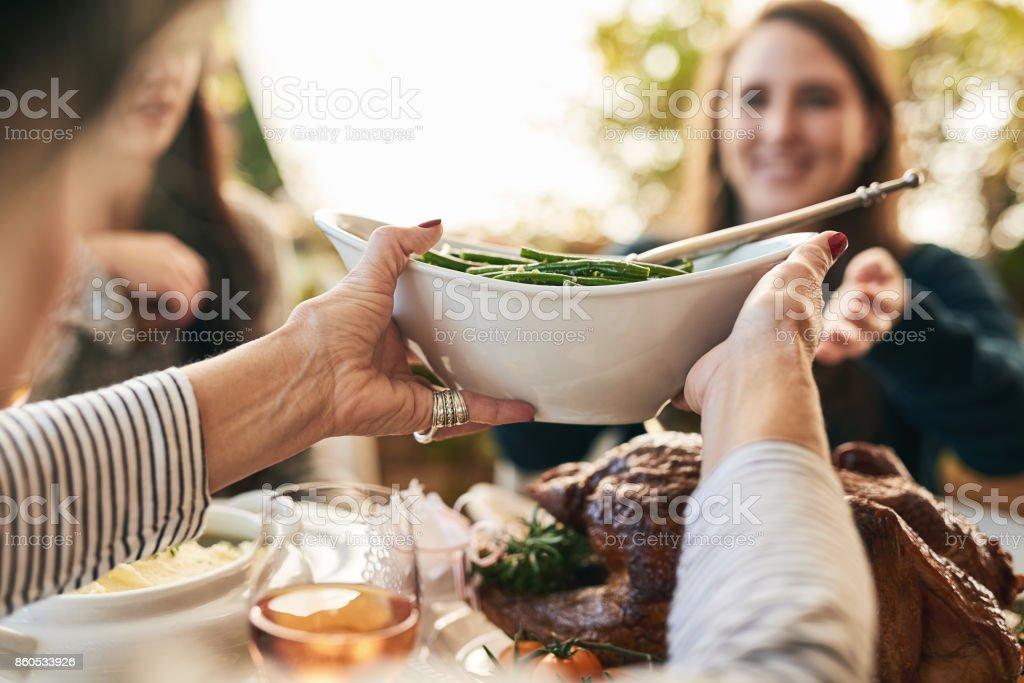 Si prega di passare i fagioli - Foto stock royalty-free di Adulto