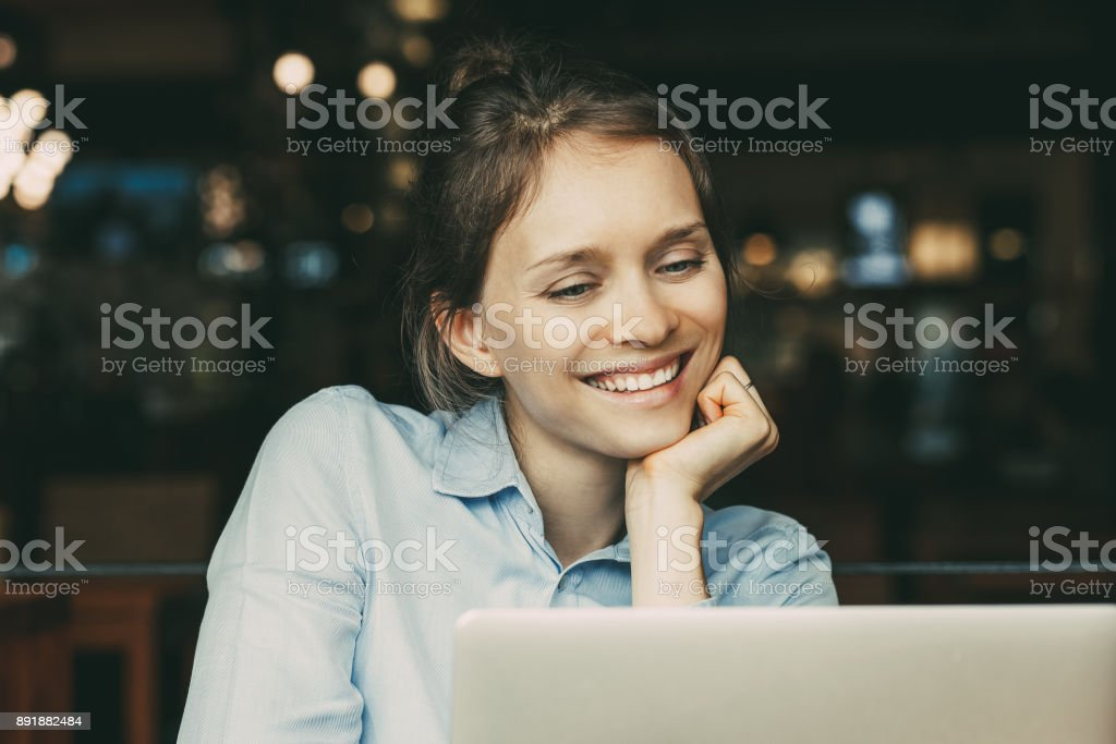 Pleased business lady looking at laptop screen_tone stock photo