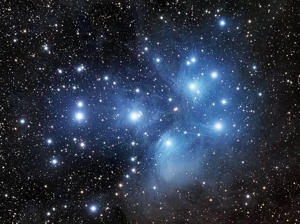 pleiades, the seven sisters - sternhaufen stock-fotos und bilder