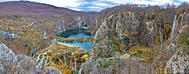 plitvice lakes canyon panoramic view - plitvice lakes stockfoto's en -beelden