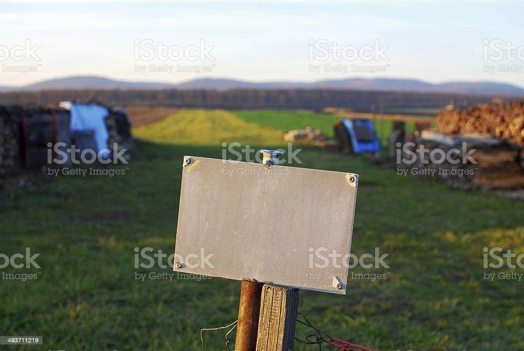 Plot mit leere Tafel auf der Vorderseite – Foto