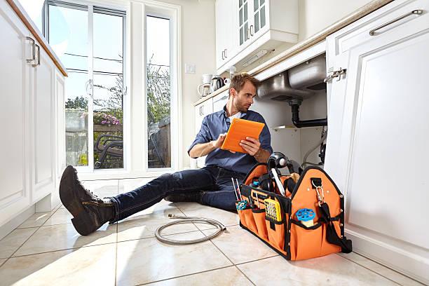 plumber. - fontanero fotografías e imágenes de stock