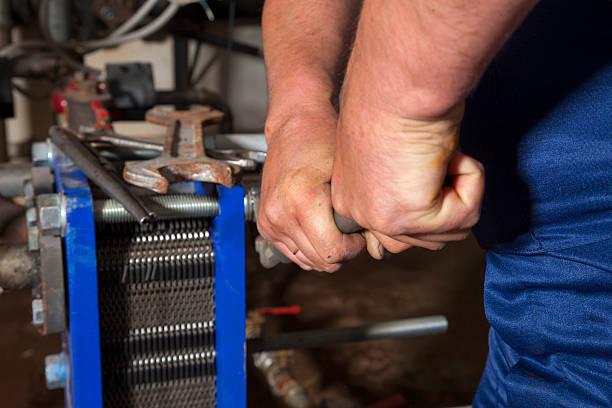 hydraulik praca - tap water zdjęcia i obrazy z banku zdjęć