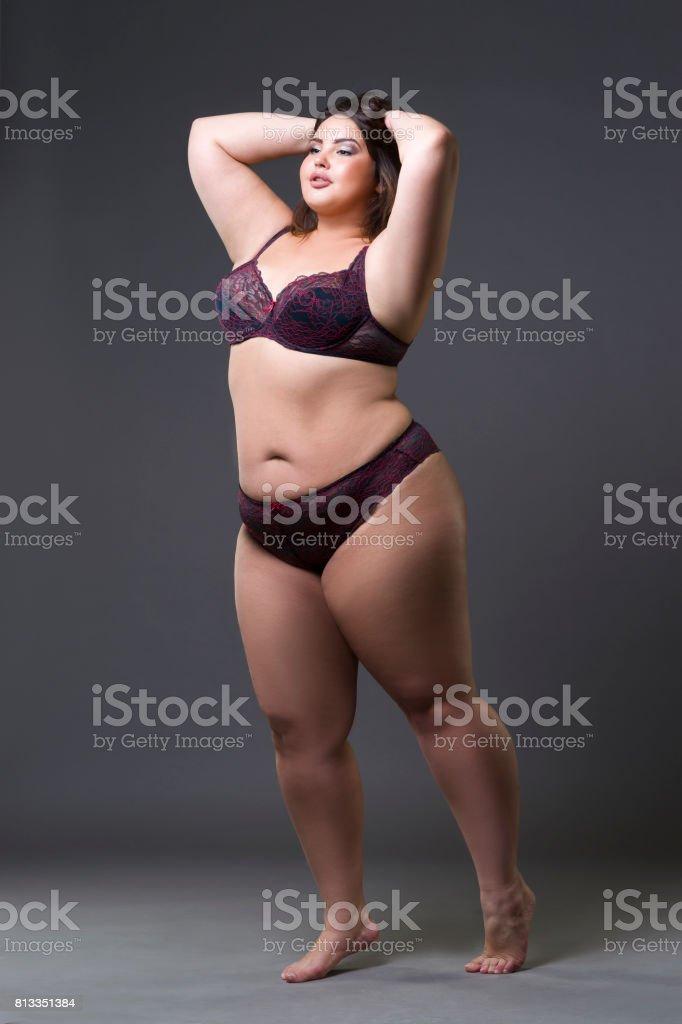 Además De Modelo En Ropa Interior Mujer Gorda Joven Sobre Fondo Gris ...