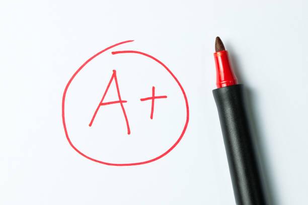 ett plus skriven med röd penna - examensresultat bildbanksfoton och bilder