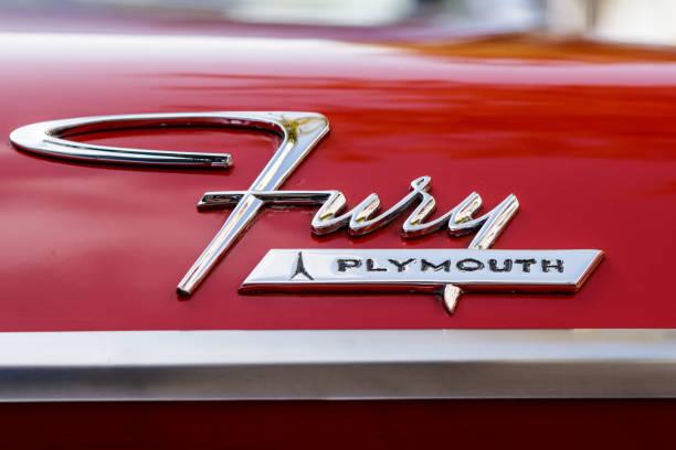 plymouth fury oldtimer auto bei uns car meeting-veranstaltung am 24. september 2017 in laupheim, deutschland - plymouth wut stock-fotos und bilder
