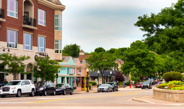 Plymouth street PLYMOUTH, MI - JULY 17, 2016: Looking down West Ann Arbor Trail from Kellogg Park, in the heart of this picturesque town located midway between Detroit and Ann Arbor. ann arbor stock pictures, royalty-free photos & images