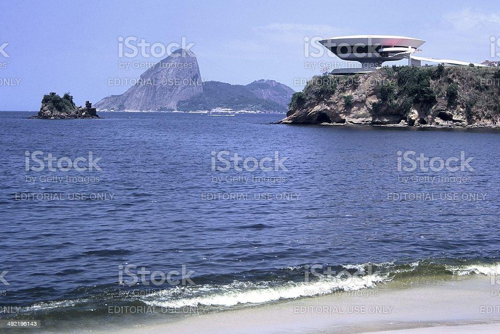 Pão de Açúcar (Rio) e Museu de Arte Contemporânea (Niterói) stock photo
