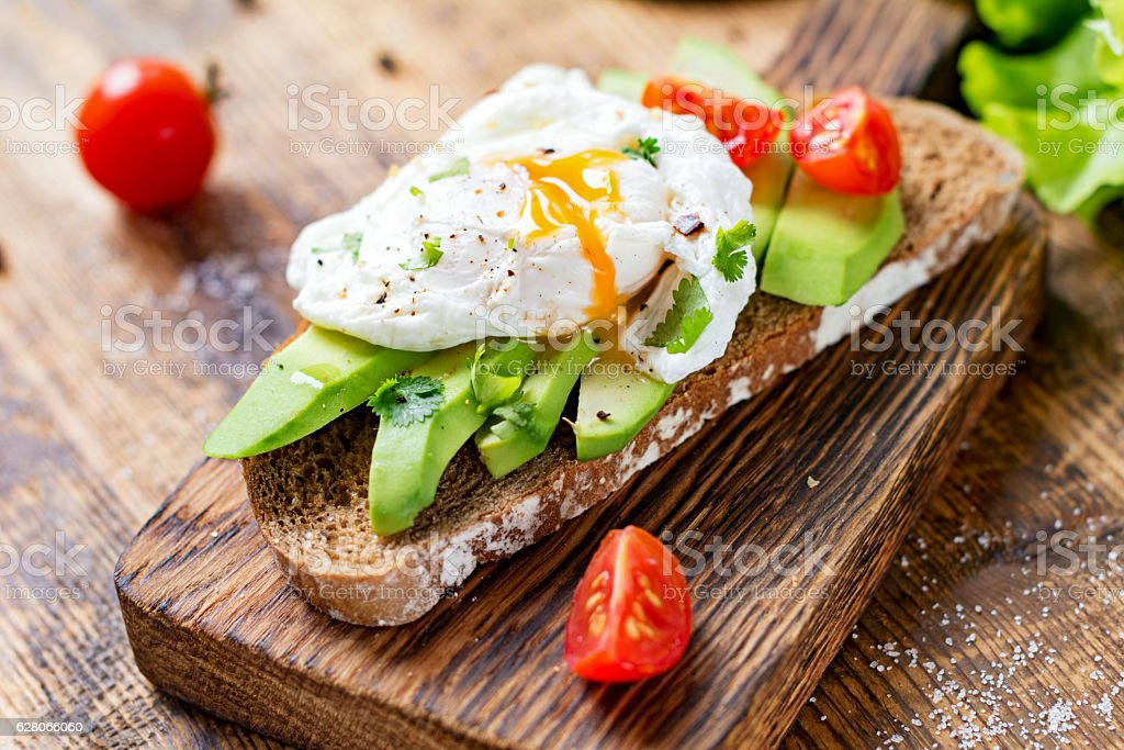Poached egg and avocado on toast 스톡 사진