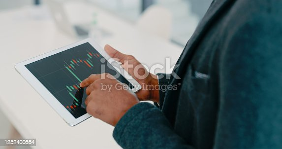 960164282 istock photo Pocket technology for financial analysis 1252400554
