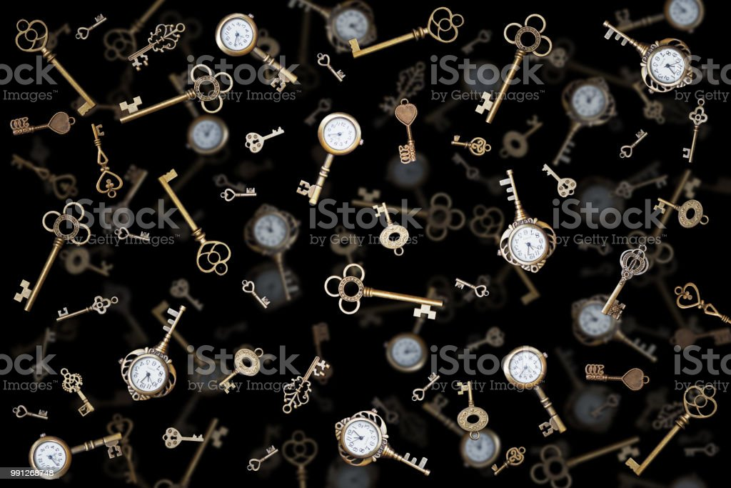 relógio de bolso e velhas chaves. Fundo de Wonderland vintage. - foto de acervo
