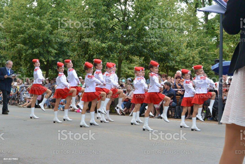 Podebrady, República Checa: 18. 6. 2016: equipo de majorettes, Campeonato Nacional de la República Checa - foto de stock