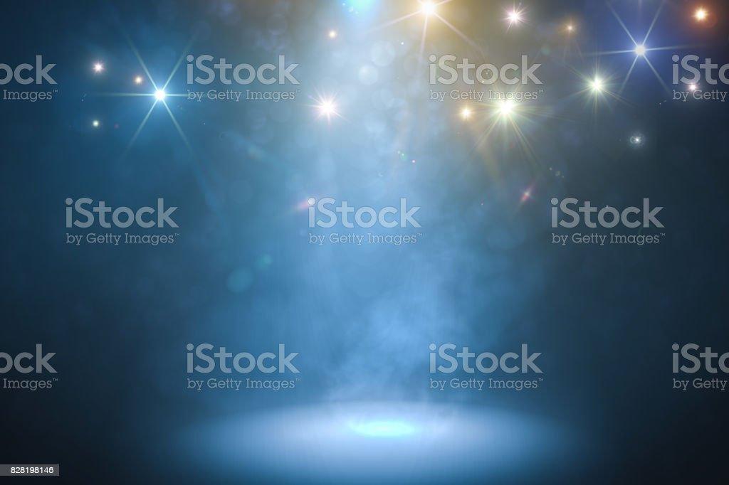 Podium med rök och blått ljus. 3D-renderade illustration. bildbanksfoto