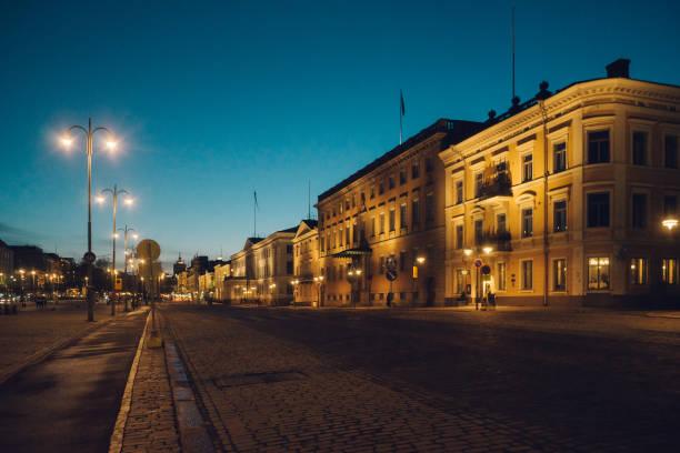 Pohjoisesplanadi Street bei Nacht, Helsinki – Foto