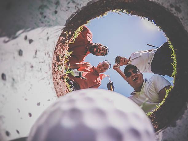Perspektive-Spieler und Bälle im Loch – Foto