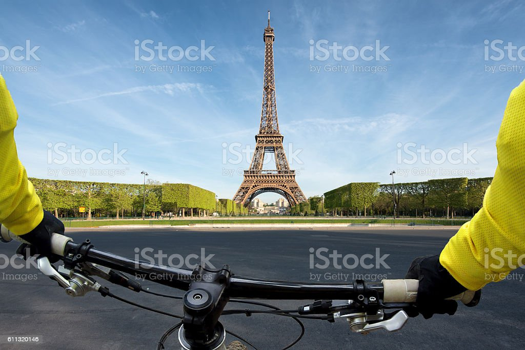 Point of view handle of bicycle in Paris, France – Foto