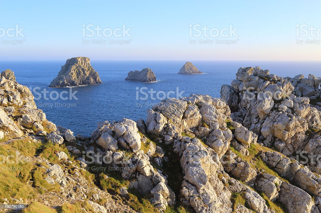 Pointe de Pen-Hir et tas de pois stock photo