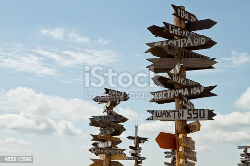 istock Pointers distances to different cities and tourist atop Mount Ma 485910596