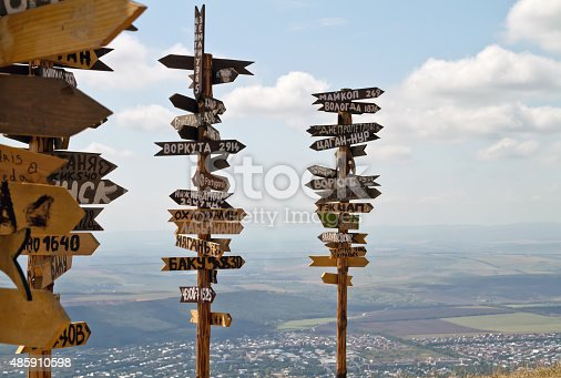 istock Pointers distances to different cities and tourist atop Mount Ma 485910598