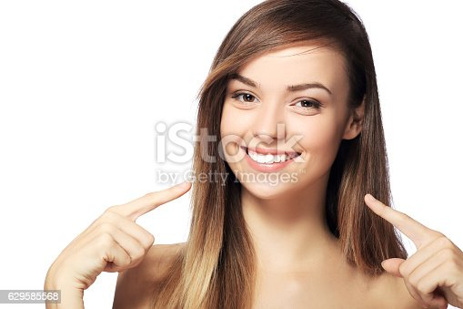 istock pointing to teeth 629585568