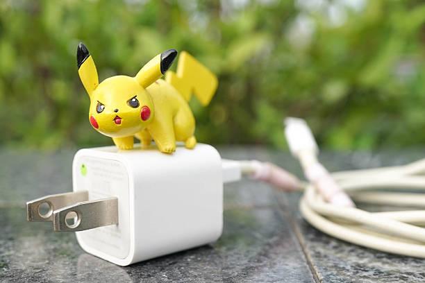 pokemon go game - pikachu electric pokemon - pflanzen pokemon stock-fotos und bilder