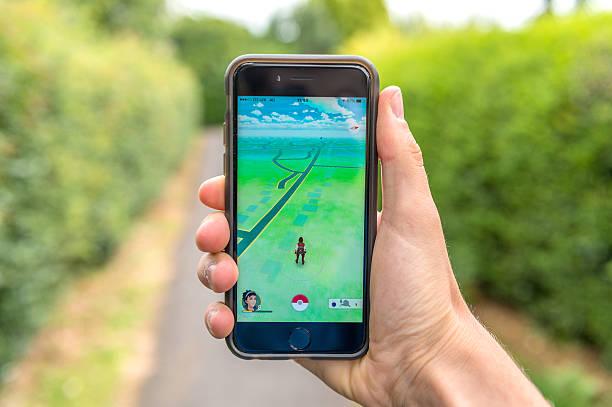 pokemon go, iphone 6 - pflanzen pokemon stock-fotos und bilder