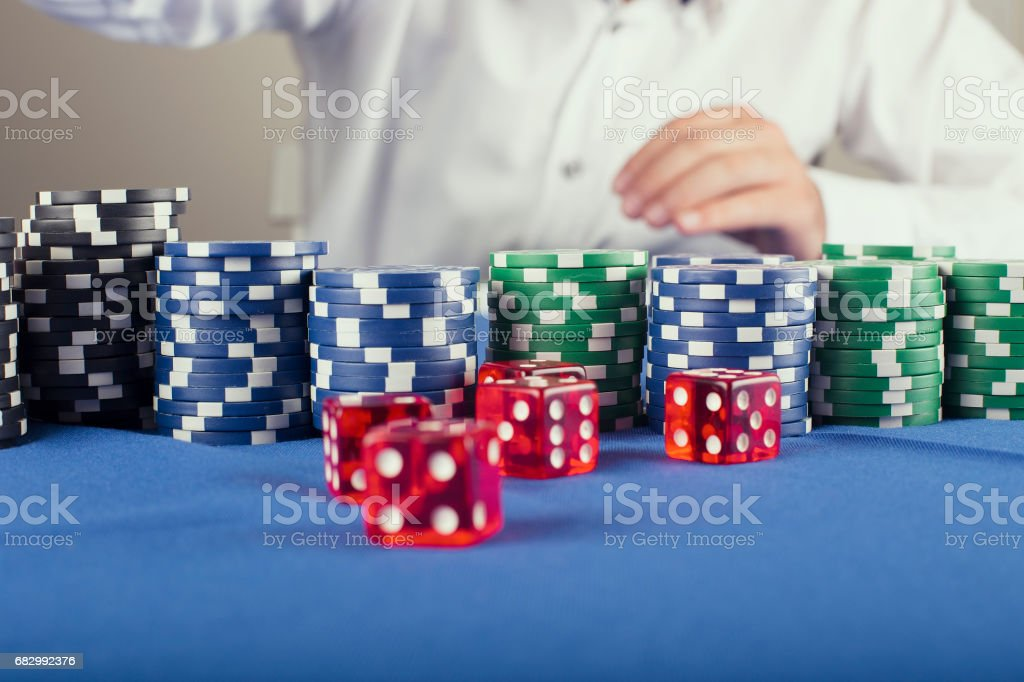 Poker Chips  and dice foto de stock royalty-free