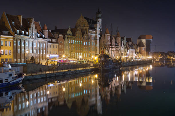 poland, gdansk. night view of the city with brama mariacka and the crane - poland foto e immagini stock