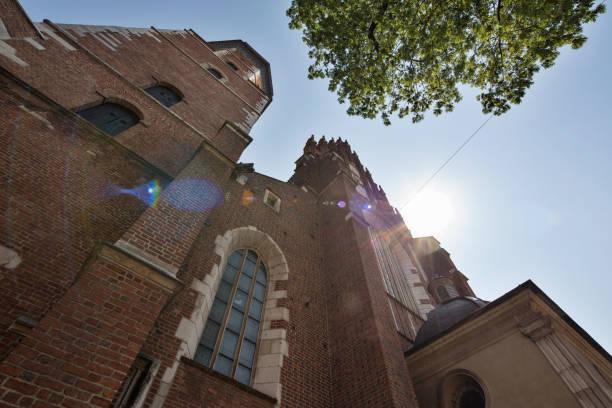 poland, krakow. corpus christi basilica. - low angle view foto e immagini stock